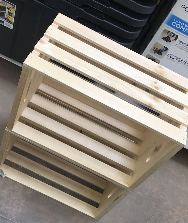 Photo of Wie man ein einfaches DIY Holzkistenregal für unser Gästebad macht – ich …