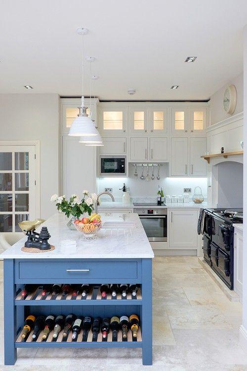 Weinregal Küche die blau lackierten kücheninsel mit weinregal sieht scharf und