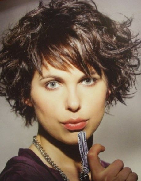 coupe courte femme 2016 pour cheveux ondulés en chatain