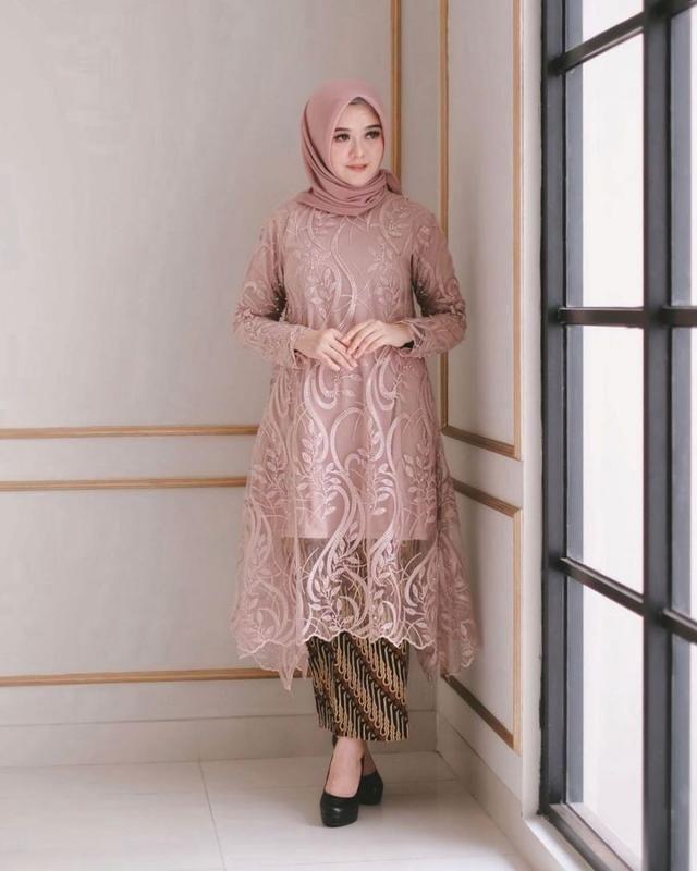 Kebaya Hijab Nita Nurul, Referensi Tampil Maksimal dengan Hijab