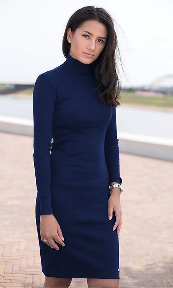 fc6edcc2302d71 Perfect blauw jurkje voor iedere gelegenheid. Of je nou een zakelijke  afspraak hebt of met