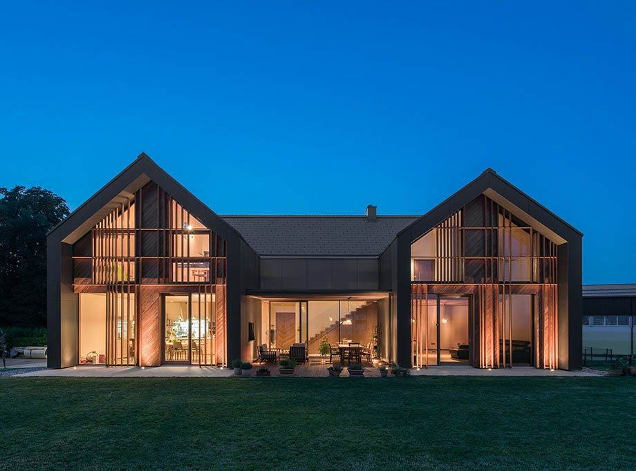 บ านหล งคาจ วโมเด ร นขนาดใหญ Modern Family House Modern Barn House Architecture