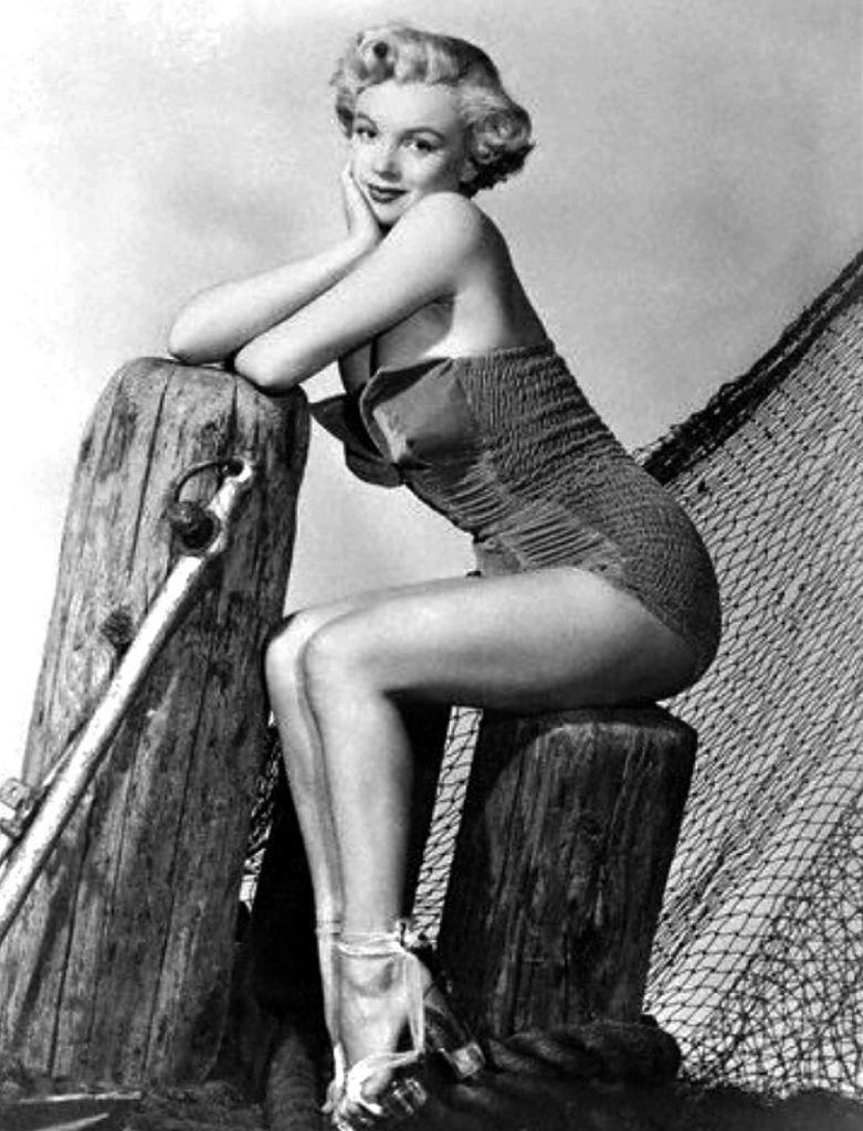 Marilyn Monroe Pin Up | Marilyn Monroe pin up for Dec 1950 - a ...