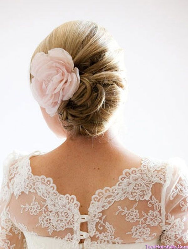 Choosing A Wedding Hairstyle Appropriate For Your Wedding Dress