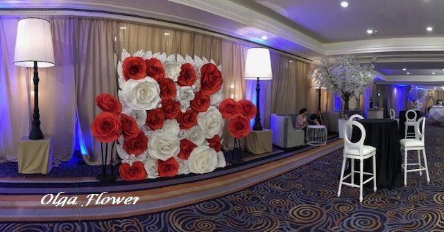 Paper flower background / giant paper flower wall per #giantpaperflowers Paper flower background / giant paper flower wall per / #Background #Flower #Giant #Paper #paperflowerbackdropweddinginspiration #wall #giantpaperflowers
