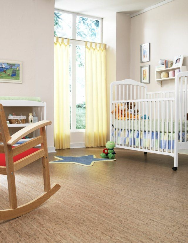 Korkboden Kinderzimmer Bodenbelag Ideen Schaukelstuhl Babybett ...