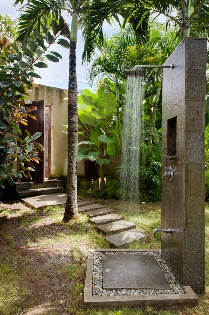 1001 Ideen Und Bilder Zum Thema Sichtschutz Selber Bauen In 2020 Gartendusche Gartengestaltung Solardusche Garten