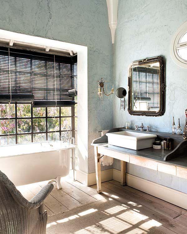 Interior designer Heloísa Malaga ~captivating bathroom ...