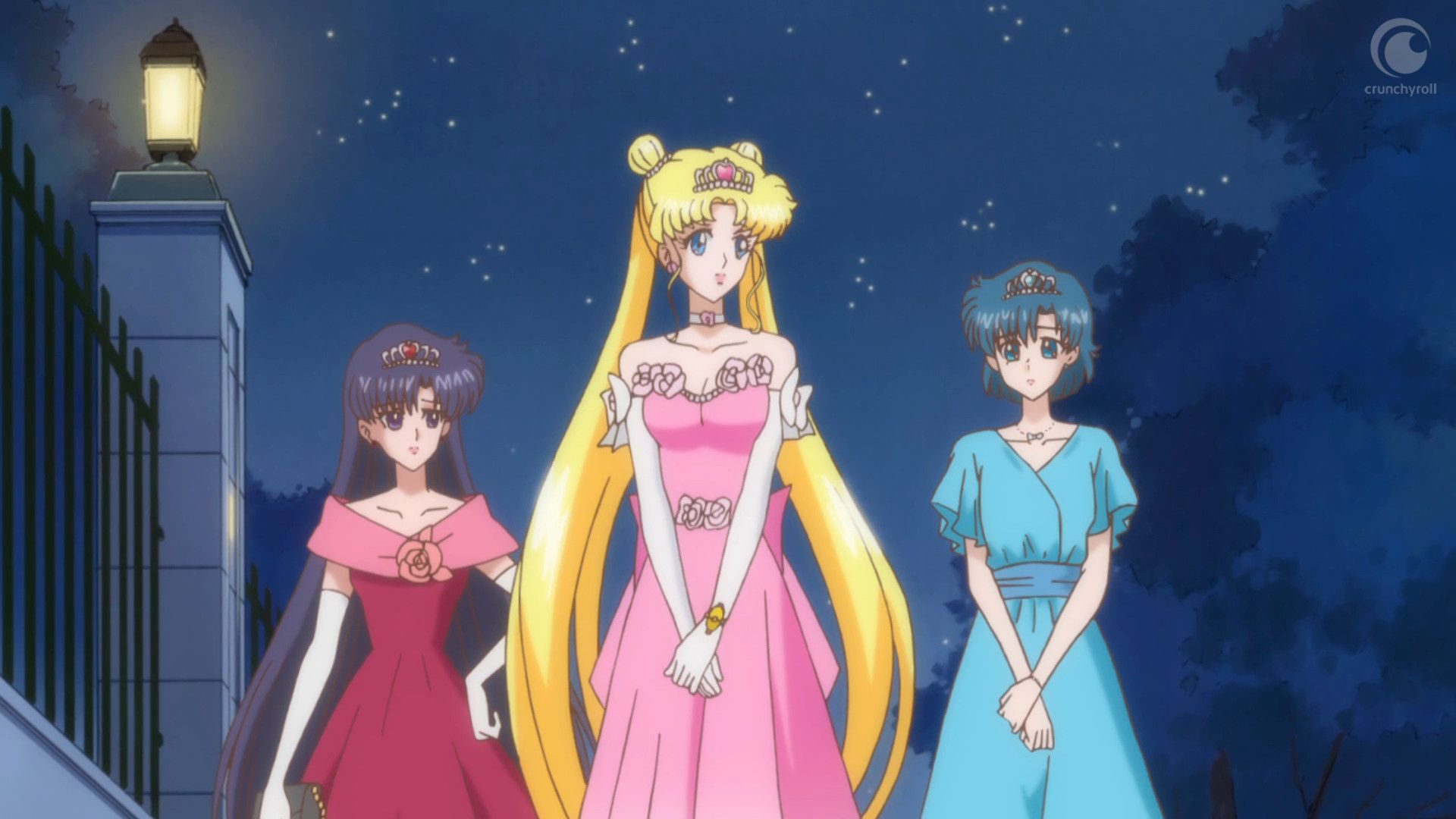 http://vignette3.wikia.nocookie.net/sailormoon/images/7/77/Sailor_moon_crystal_04_rei_usagi_and_ami_as_princesses.jpg/revision/latest?cb=20140818191116