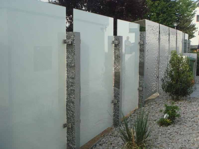 Gartengestaltung Mit Sichtschutz Aus Glas In Leonberg Sichtschutzwand Garten Zaun Garten Sichtschutzzaun Garten
