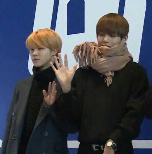 The Hand Size Difference Tho Vmin Bts Vmin Bts Jimin