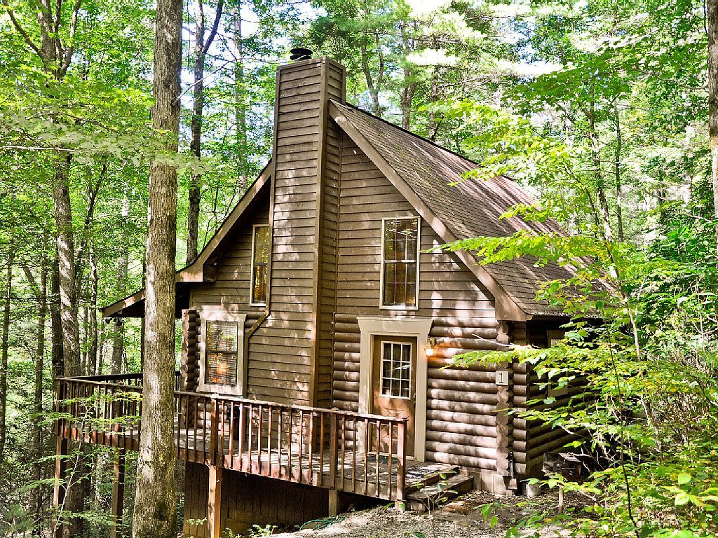 776323 true log cabin with 2 bedrooms and 2