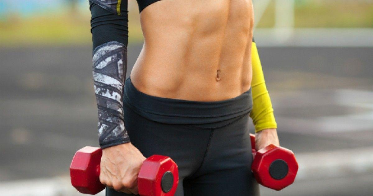 Kto by netúžil po vypracovanom brušku s viditeľnými svalmi, ktorým sa môže hrdiť najmä v letných mesiacoch. Čo všetko okrem cvičenia vám pomôže ho dosiahnuť?