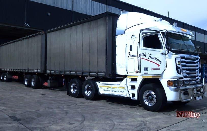 Nam Trucks Spotters Inc On Instagram Freightlinerargosy Cummims530 Argosy 530 Freightliner Cummins Juniorsmithtruckin Trucks Freightliner Cummins