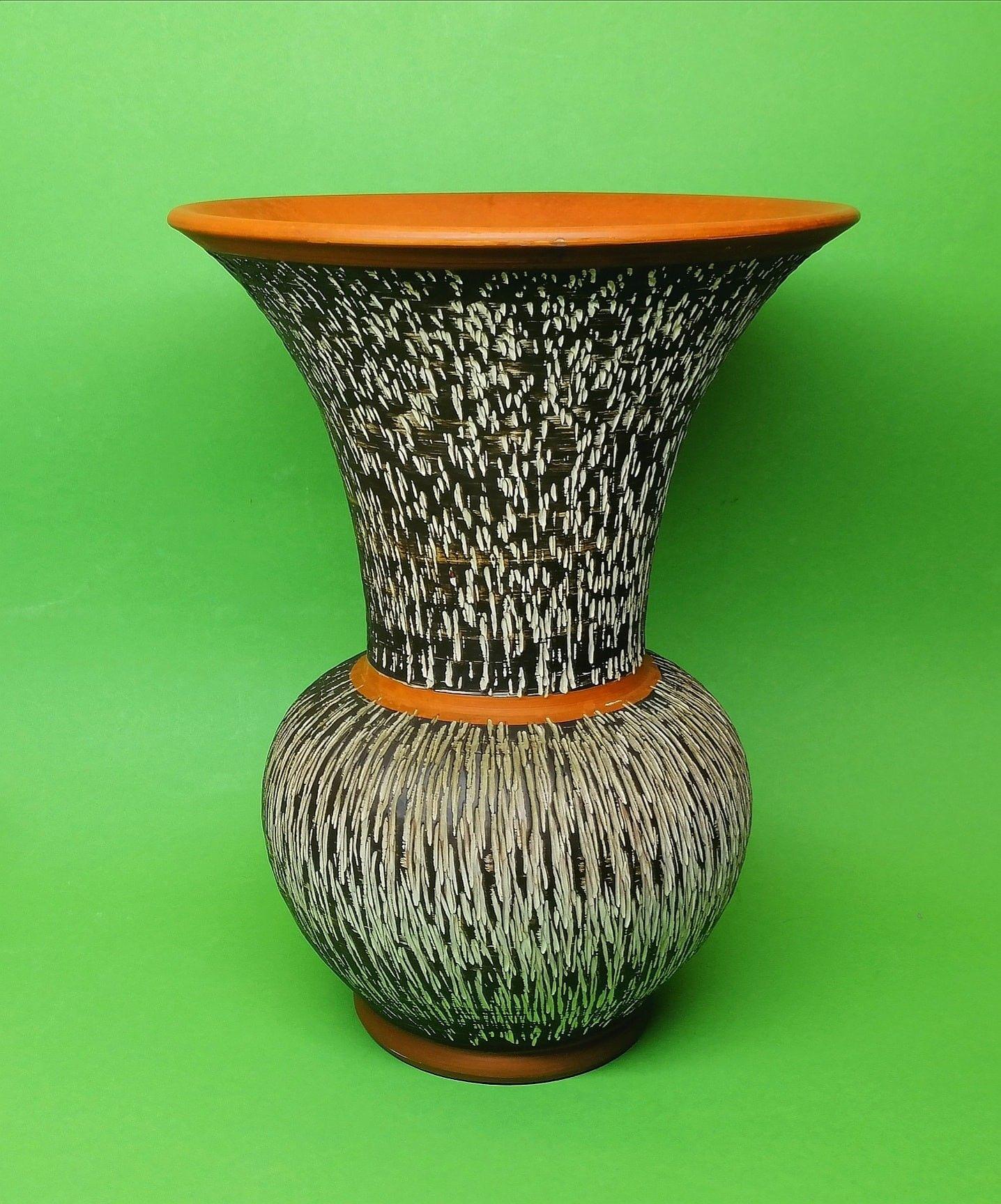 Mad Mouse Antique Porcelain ✳️ mad-mouse.nl   Unique Large Vase   Tulip Bulb Shape   Earthenware Pottery   Germany1950's  Excellent Condition   Handcrafted  #MadMouseAntiquePorcelain   #germanpottery #ceramicjug #handcrafted #vintagevase #tulip #vase #vaso #ceramicvase #florero #porcelain #porzellan #antiqueporcelain #kabin #ceramic #ceramics #pottery #antiques #oldporcelain #oldpottery #porcelaine #porcellana #porcelana #potteryart #potterylife