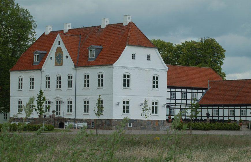 Haraldskaer Slot Og Gods 6 Km Vest For Vejle Slotte Danmark Malerier