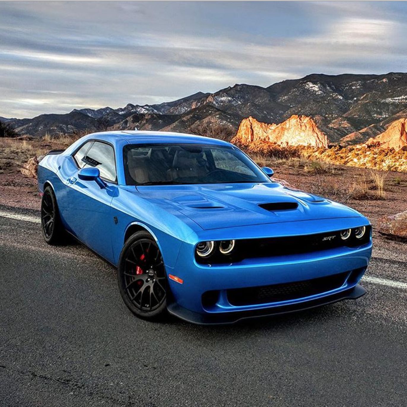 Dodge Challenger SRT Hellcat In B5 Blue Pearl