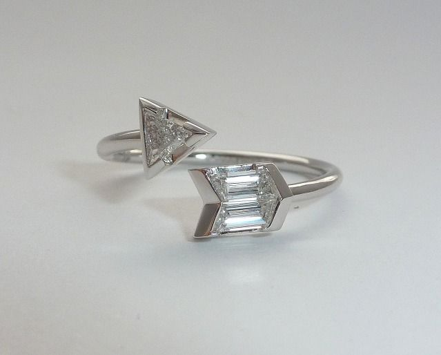 Oh I die! If I had $2400 right now! Vintage GUCCI diamond arrow ring. A girl can dream