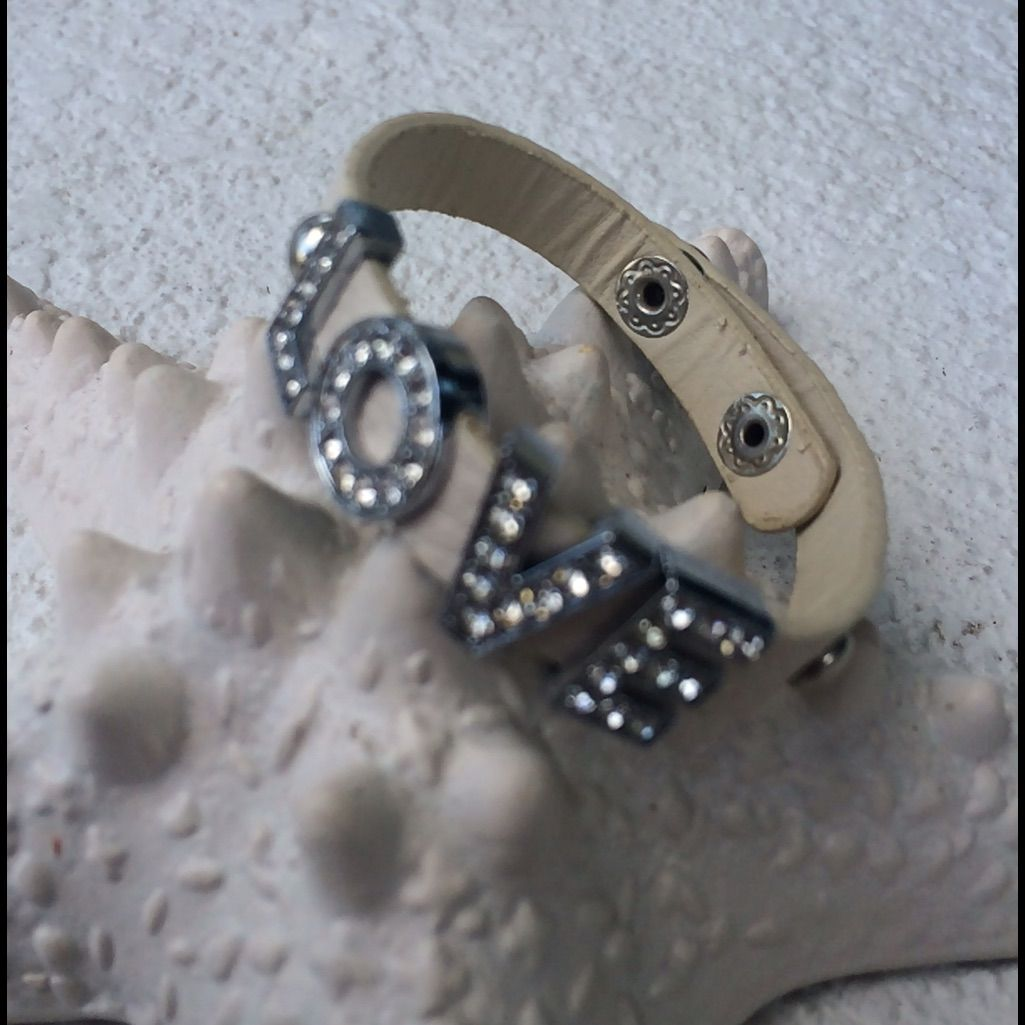 White Leather Bracelet With Love In Diamant