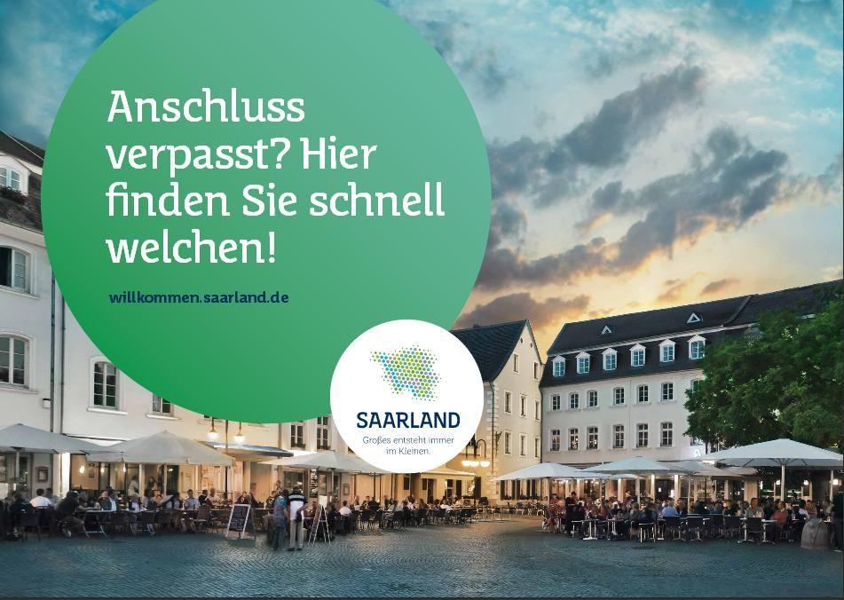 """Großes entsteht immer im Kleinen"""" so lautet das Motto der Saarland Kampagne. - Anschluss verpasst? Hier finden Sie schnell welchen! - steht hier. Der St. Johanner Markt in Saarbrücken. (www.facebook.com/... ). Die Kampagne soll das Saarland bei jungen Menschen beliebter machen und dazu dienen dem Fachkräftemangel im Saarland und Saarbrücken entgegenzuwirken. #kampagne #jvm #saaris #zpt #saarland #marketing"""