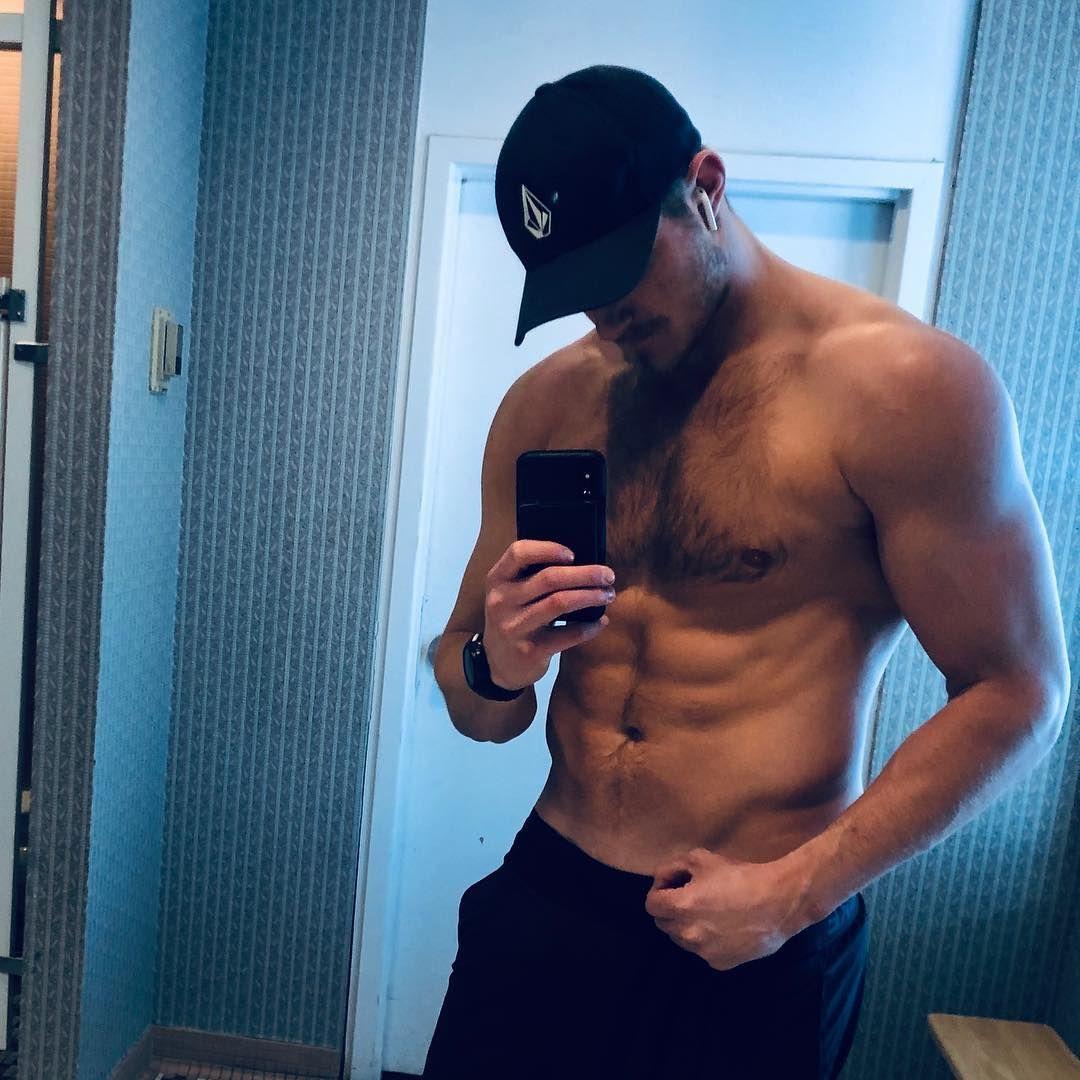 304 6 Tys Otmetok Nravitsya 6 784 Kommentariev Alexander Ludwig Alexanderludwig V Instagram Two Months Of Eat In 2020 Alexander Ludwig Men S Muscle Alexander