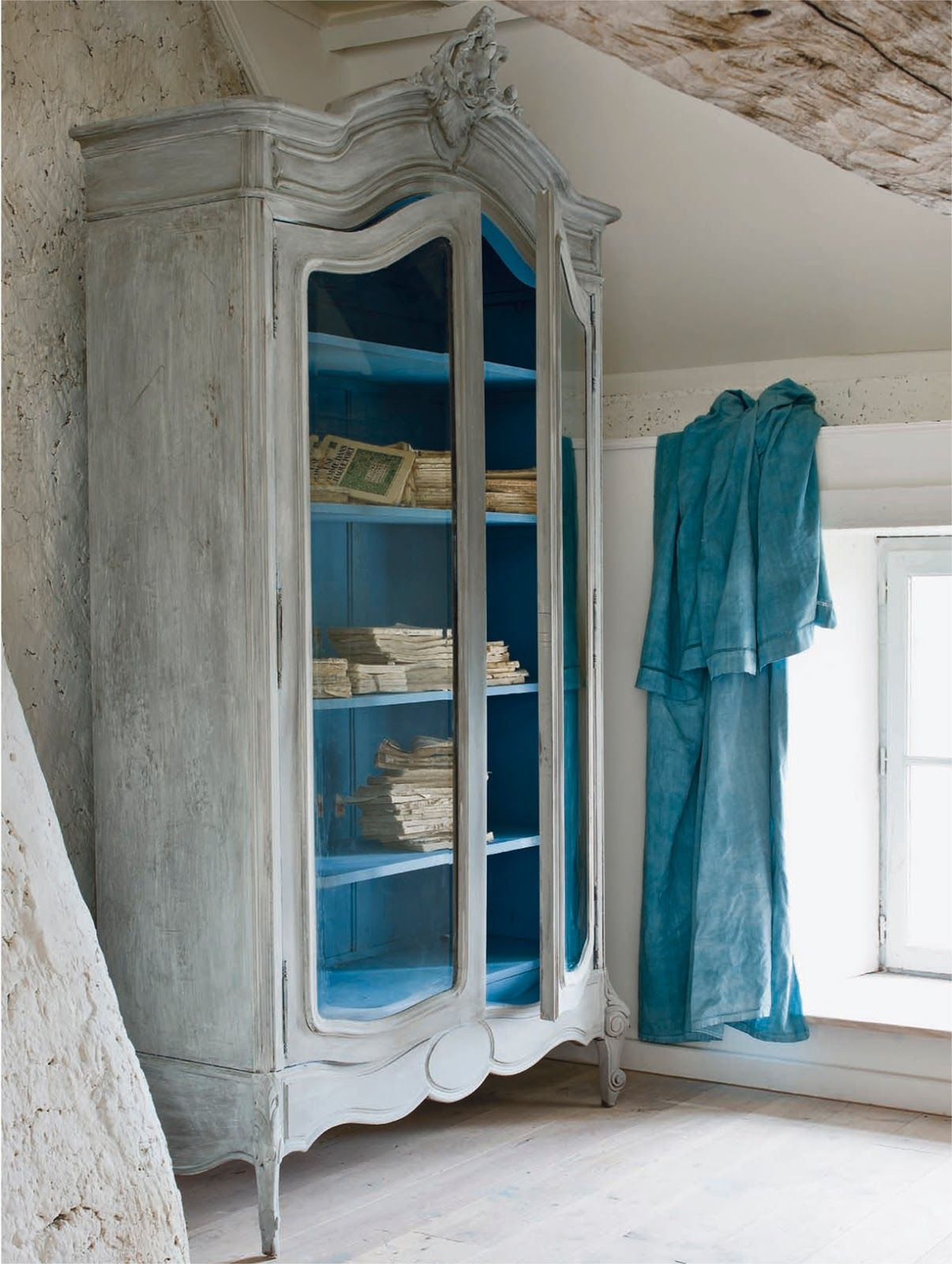 Attrayant Distressed Armoire Coloring Washing With Wet Wax: French Linen, Old White,  And Paris Grey. Applying Wax To A Painted Wet Surface Achieves Beautiful  Effects ...