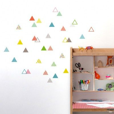 Ce sticker 45 petits triangles de la marque Série-Golo apporte un - peinture chambre bebe fille