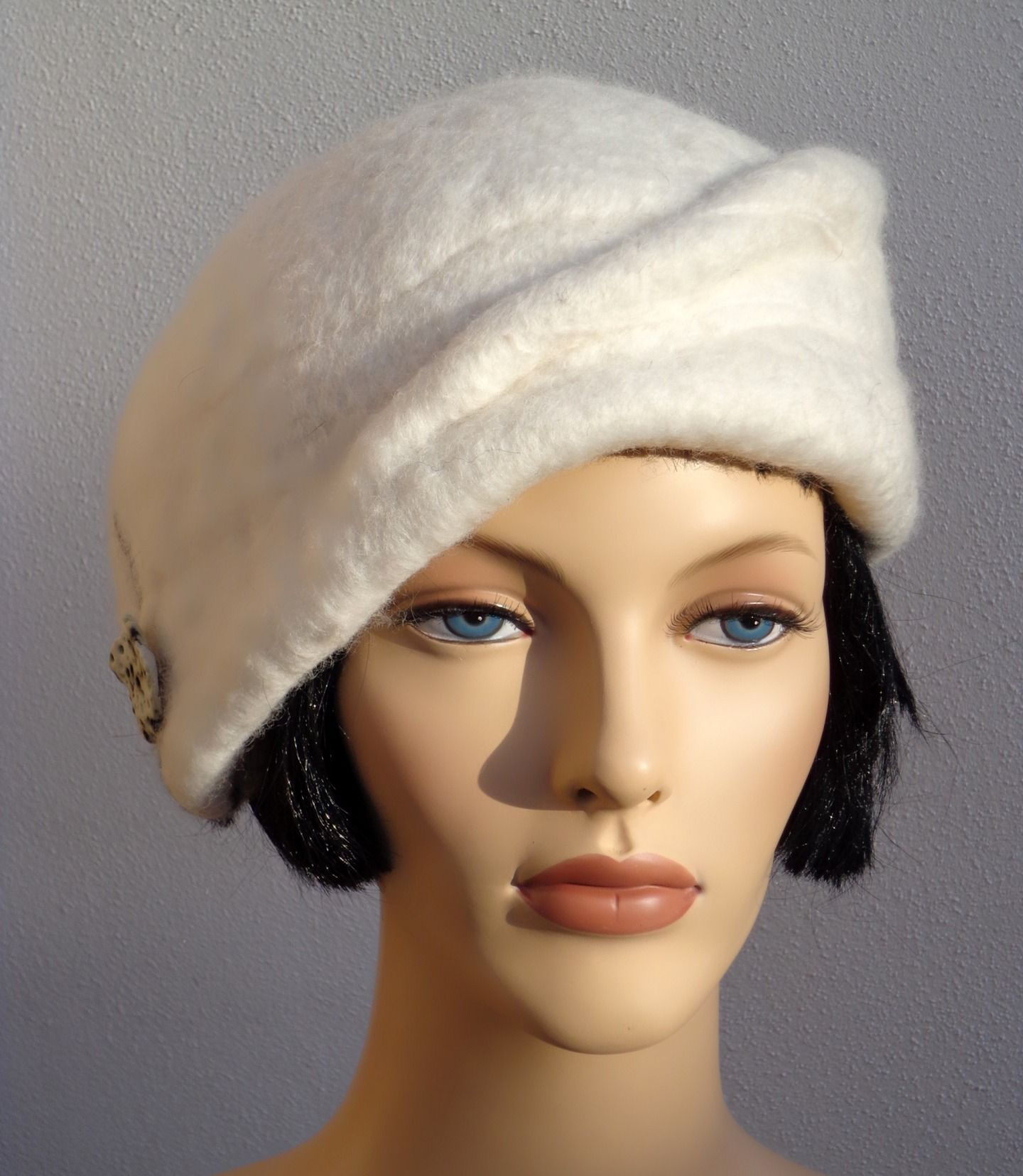 magnifique b r t femme blanc hiver style r tro laine feutr e chapeau bonnet par feltgoood. Black Bedroom Furniture Sets. Home Design Ideas