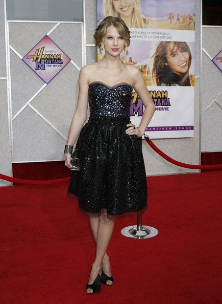 Image from http://www3.pictures.fp.zimbio.com/Taylor+Swift+Hannah+Montana+Movie+Premiere+NPRvFvXY20bl.jpg.