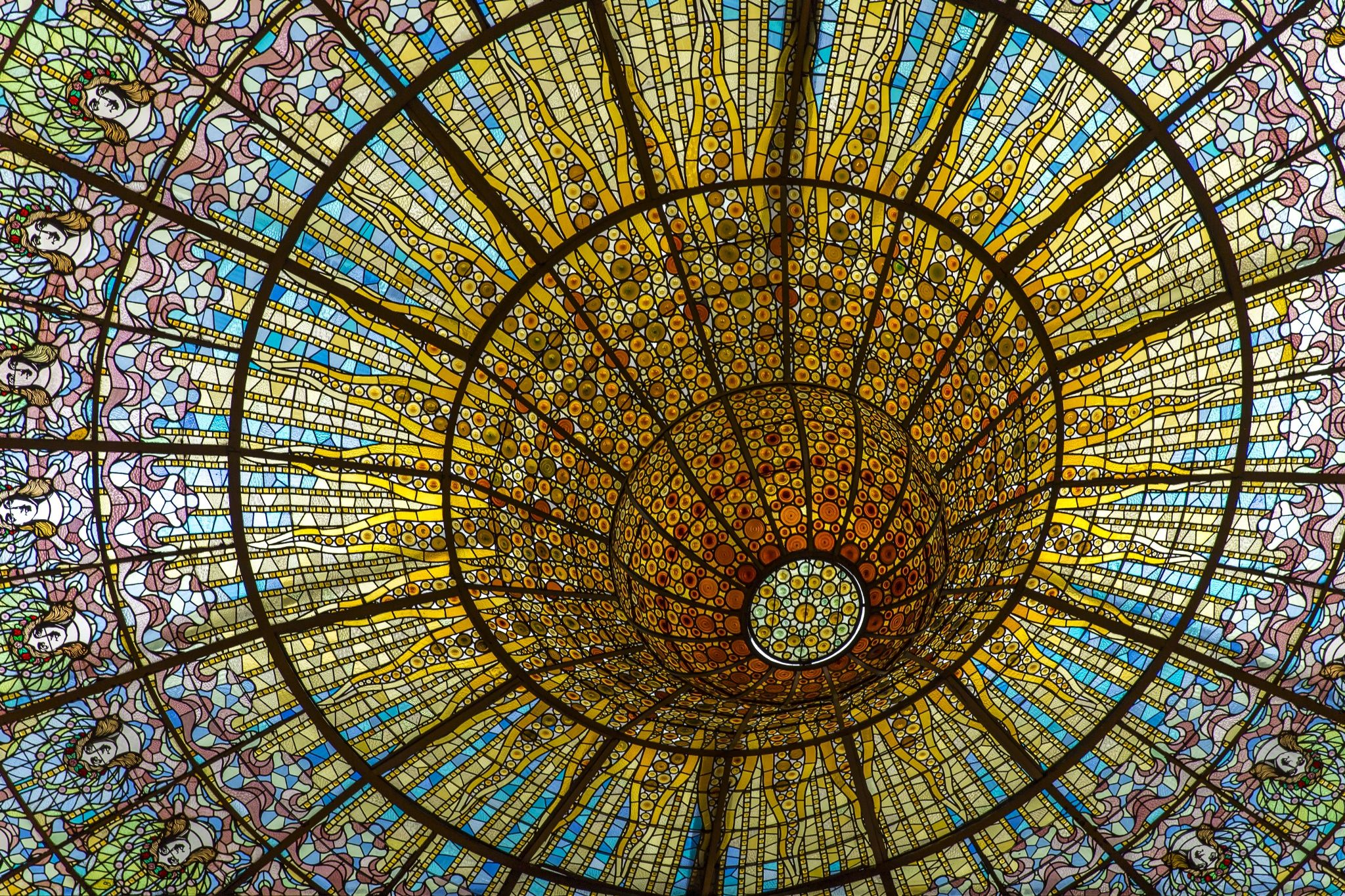 Photo Vitrall Central del Palau de la Música Catalana by Josep Novellas on 500px