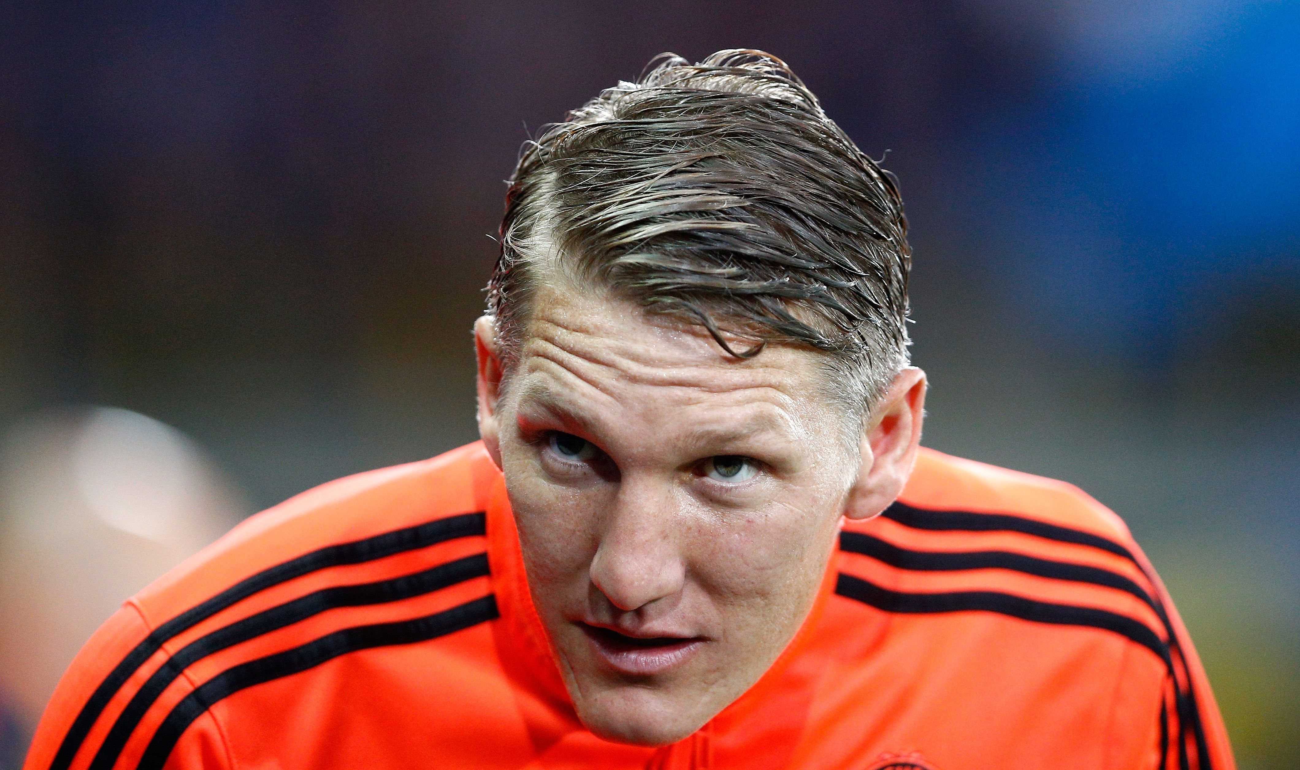Bastian Schweinsteiger Rocking The Wet Look With A Perfect Parting Manutd Manchester United Coach Manchester United Players Manchester United