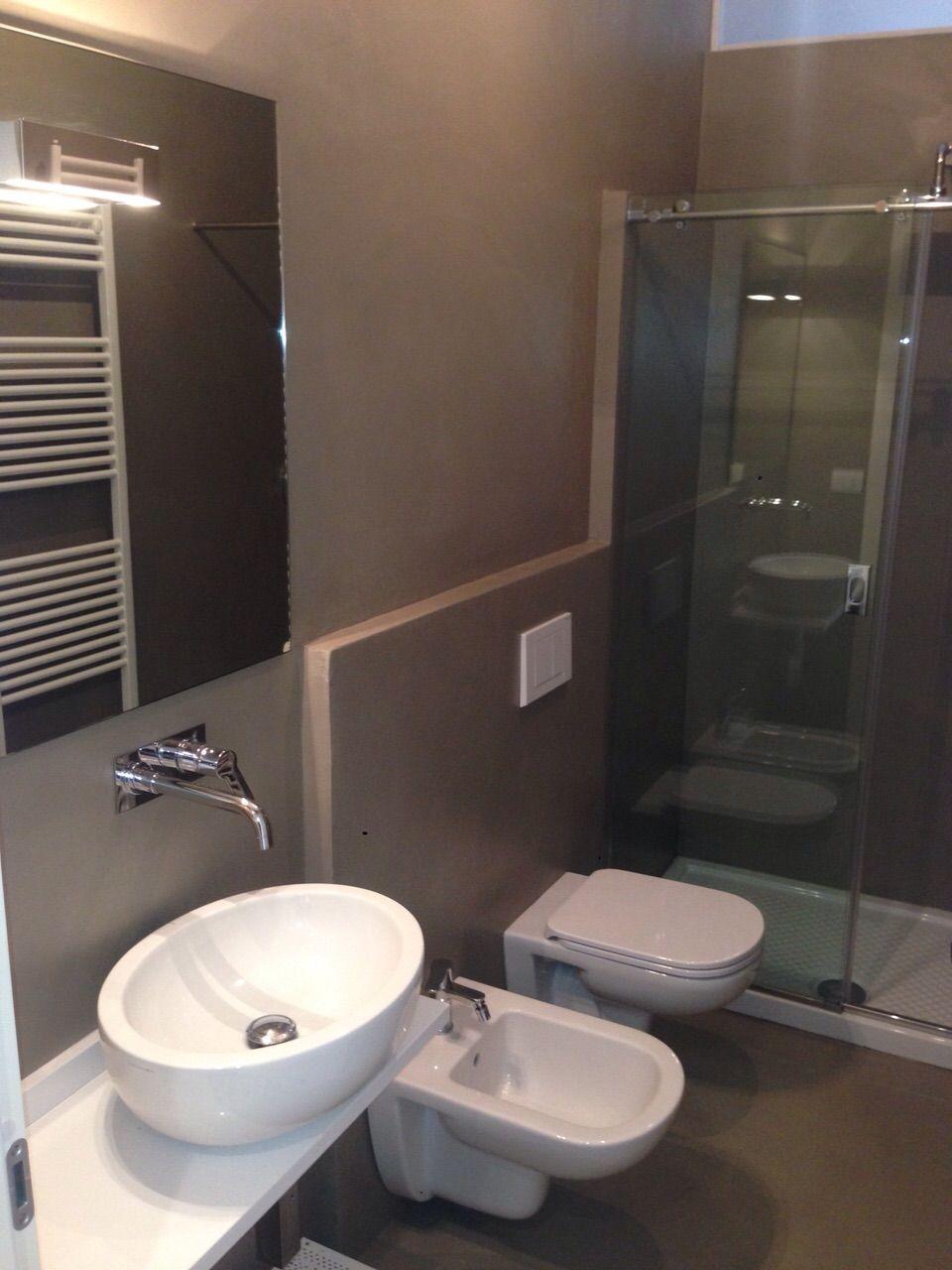 Bagno cieco in resina ristrutturazione tra moderno e - Resina in bagno ...