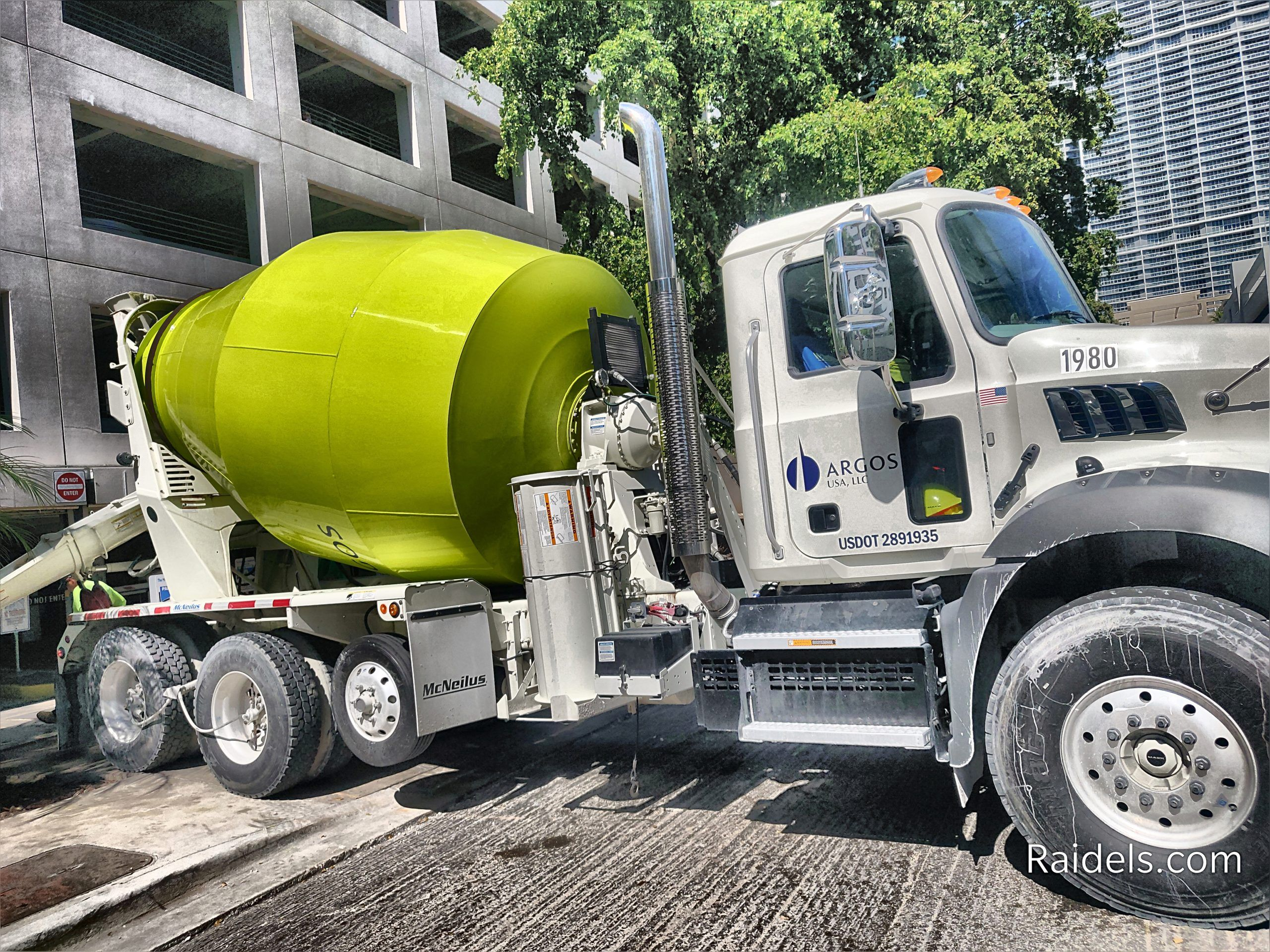 Concrete Truck In 2020 Concrete Truck Trucks Concrete