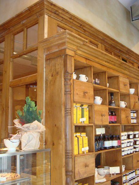 Mueble con muchos huecos y cajones mundo madera for Mundo mueble catalogo