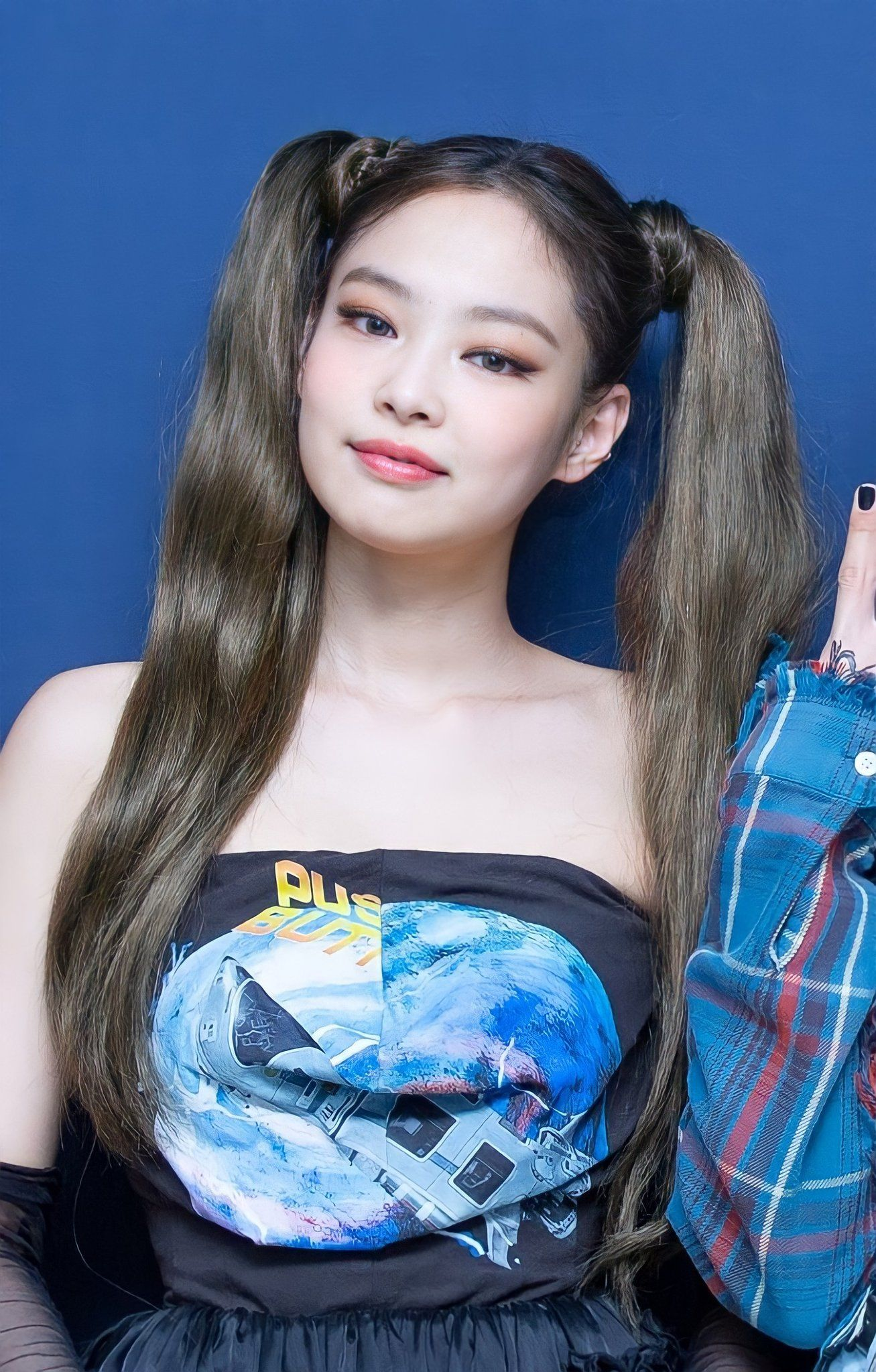 """jennie pics on Twitter: """"her beauty, make up, outfit. YUP i love everything about her"""