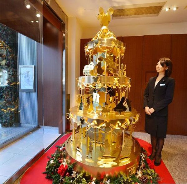 A Japanese Designer Has Created What Is Being Called The Most Expensive Christmas Tree Ever The 4 2 Million Di Holiday Christmas Alternative Trees Gold