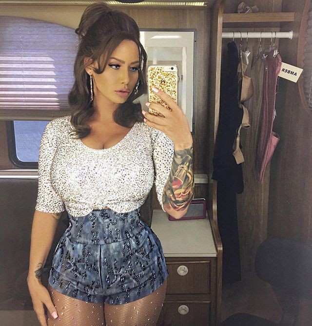 Amber Rose With Long Hair Is Almost Unrecognizable But Seriously Stunning Amber Rose Long Hair Amber Rose Hair Fashion