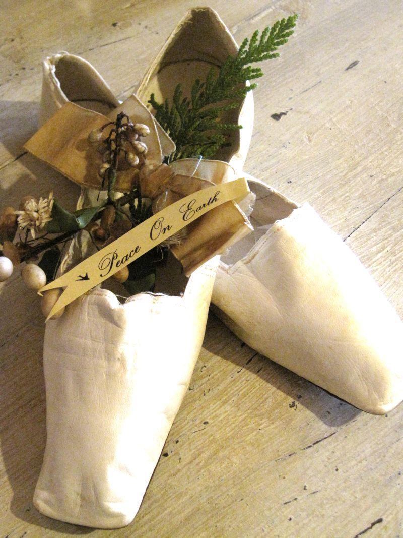Gorgeous old White ~ Nicol Sayre Christmas vignette!