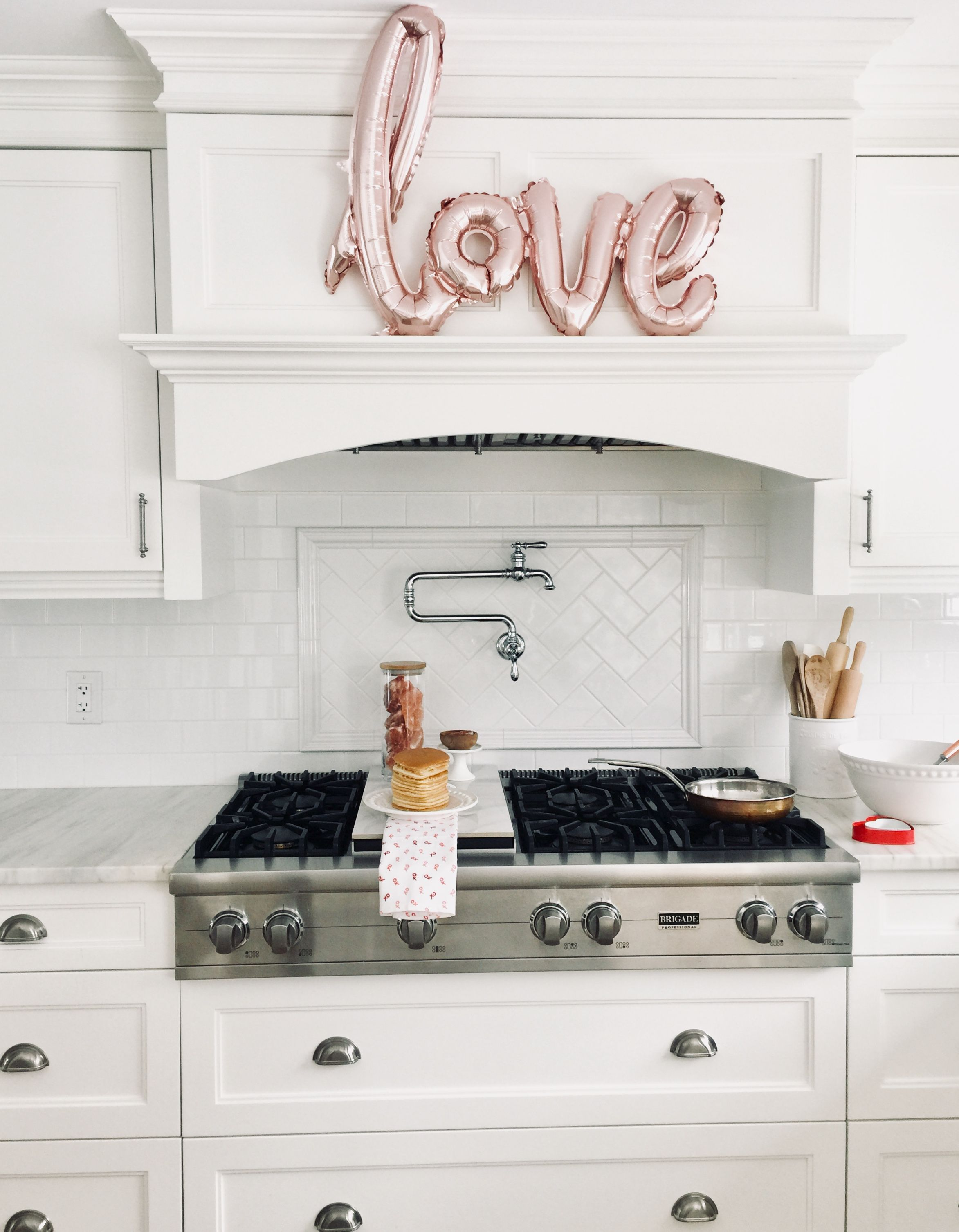 Valentines day Kitchen decor via @melanie_voyer www.MelanieVoyer.com ...