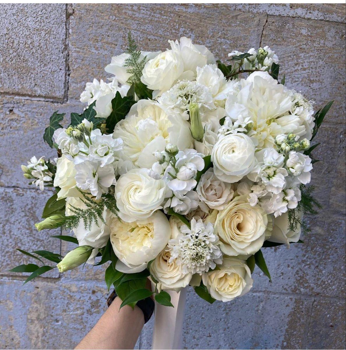 Buy Bulk White Lisianthus Flower At Wholesale Prices In 2020 Wedding Flowers Wholesale Flowers Lisianthus Flowers