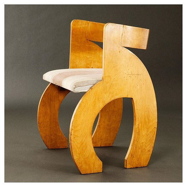 Side Chair (1938) Gerald Summers, London. Manufactured by Makers of Simple Furniture, Bent laminated birch plywood and upholstery #geraldsummers #1938 #makersofsimplefurniture #london #britishdesign #interiordesign #interiors #industrialdesign #plywood #chair #modernism #inspiration