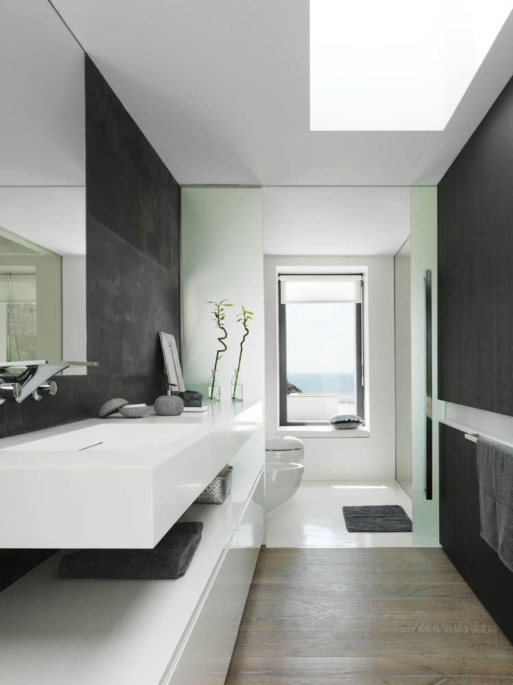 Pure White Interior Design in einer Villa in Granada Bad - moderne badezimmermbel
