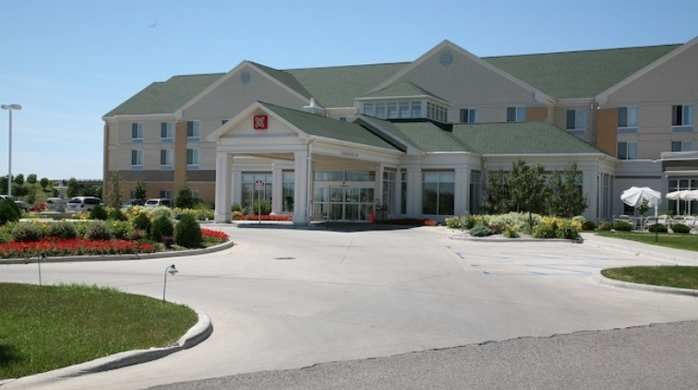 hilton garden inn grand forks und hotel exterior and front drive way - Hilton Garden Inn Grand Forks