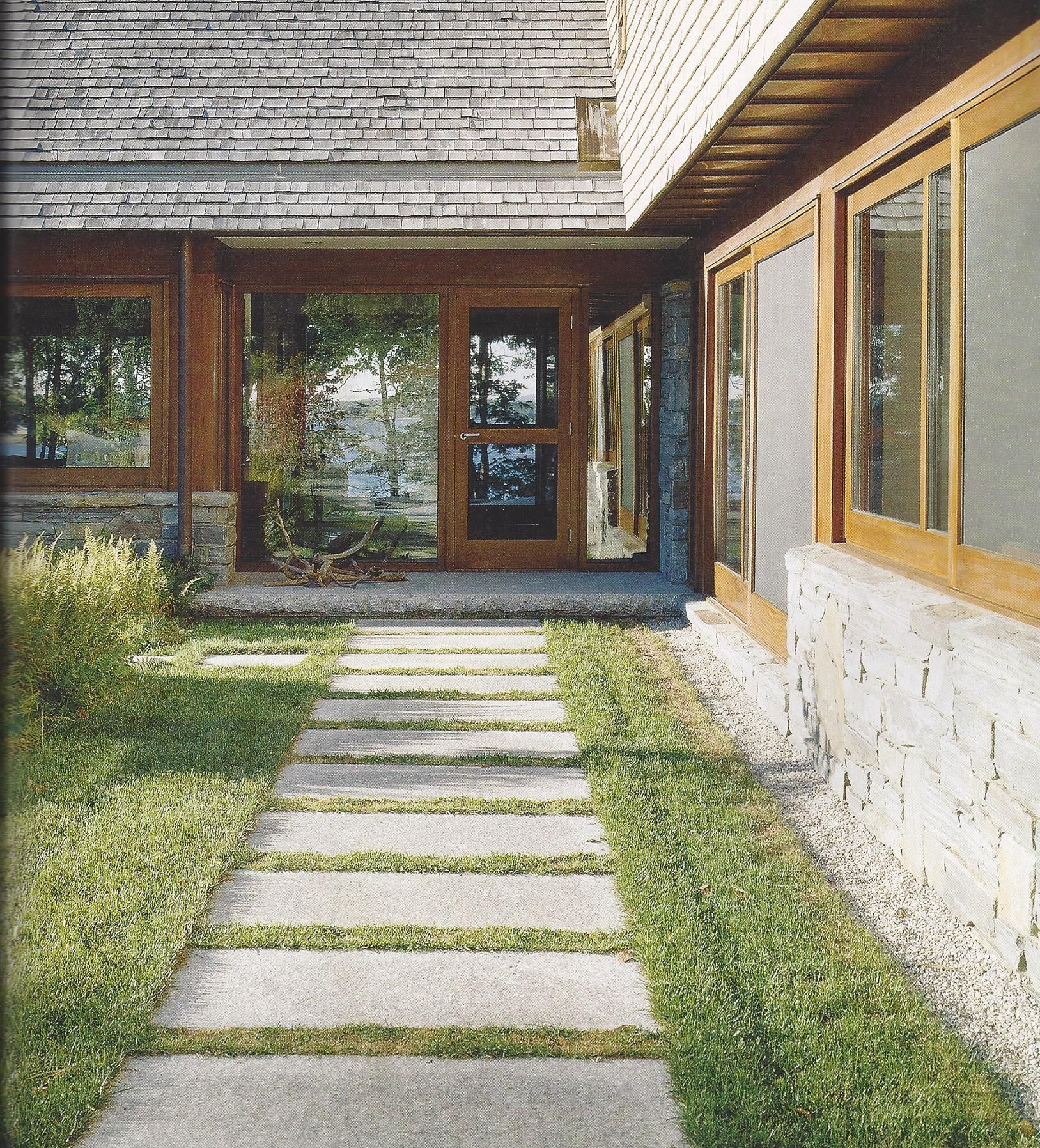 Patio And Walkway Ideas That Work: Simple Pavers In Grass. Patio & Walkway Ideas That Work