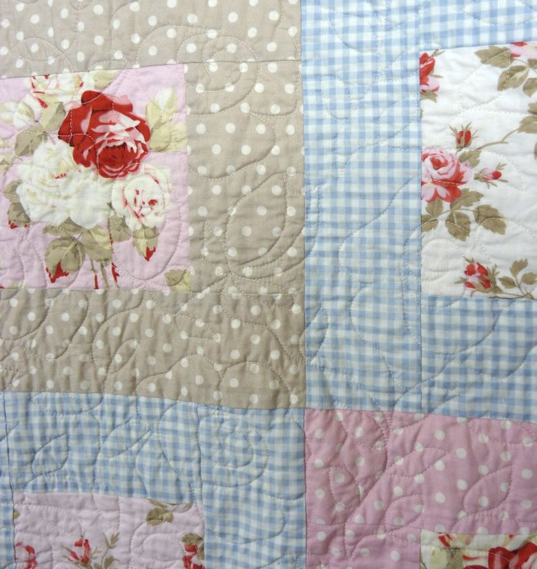 roses quilting on shabby chic country cottage style quilt favorite rh pinterest com cottage style bed quilts cottage style bed quilts