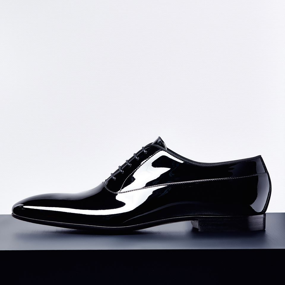054acb9b5ffec HUGO BOSS. Colección masculina 2015. Zapato de vestir de charol negro. Lujo  con brillo en las fiestas.