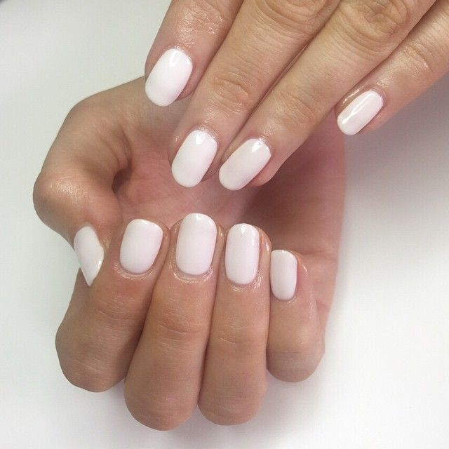 Beautiful Cream Summer Nails That Will Go With Everything For Nicolafairbairn By Notorious Nails Natural Nails With Nail Art Manicure Natural Nails Nails
