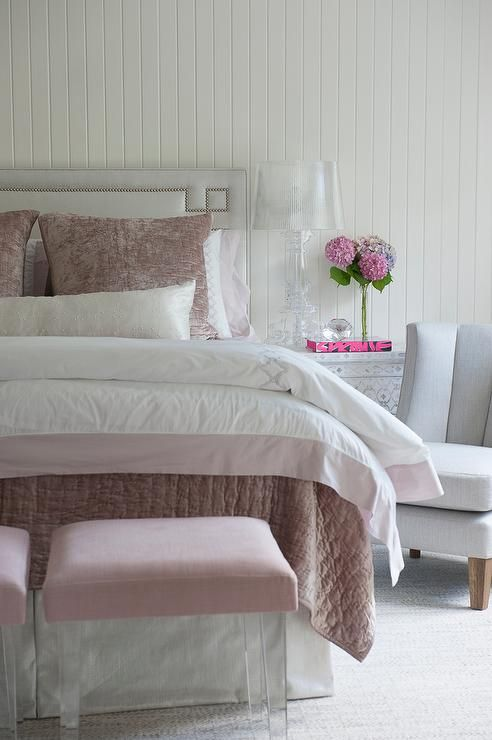 Best Pink And Gray Bedroom Features A Light Gray Headboard With 400 x 300
