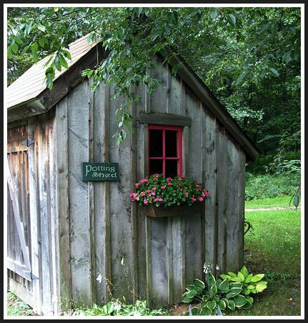 Primitive garden shed backyard homes sheds pinterest for Garden shed quilting