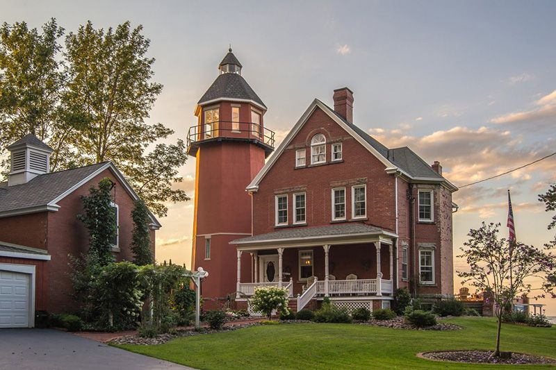 Pleasing Braddock Point Lighthouse Circa Old Houses Old Houses Download Free Architecture Designs Oxytwazosbritishbridgeorg